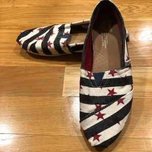 Toms canvas slip on flats .size 8.5